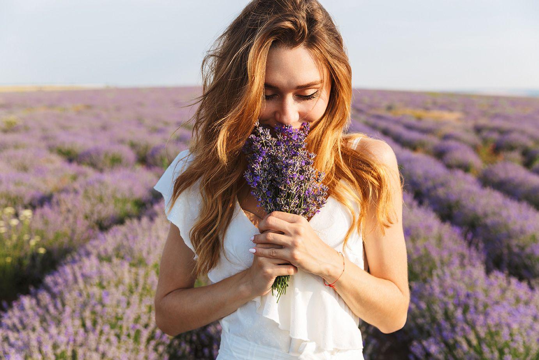 woman-smelling-lavender | Aroma Gift Australia